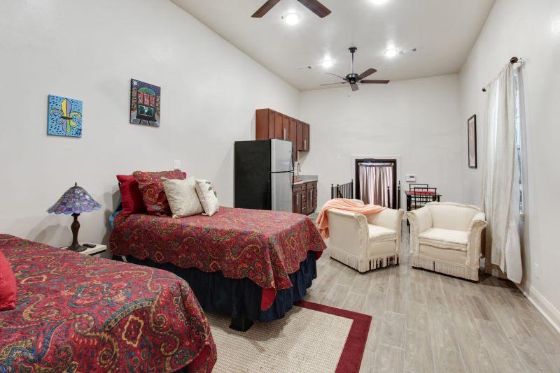Studio 2 Beds